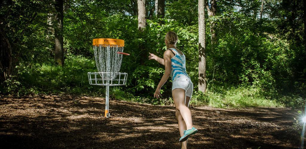 Disku golfa laukuma izveide